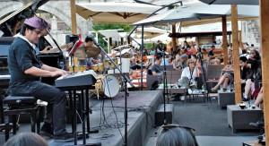 Dwiki Dharmawan yang menyebarkan musik perdamaian hingga ke Roma, Italia_slide